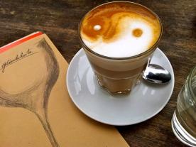 cappuccino bei bateau d'ivre, heinrichplatz